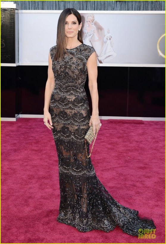 sandra-bullock-oscars-2013-red-carpet-03